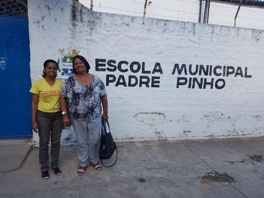 Patricia David e Edileuza Vespaziano, diretoras do Sinteal em visita à escola
